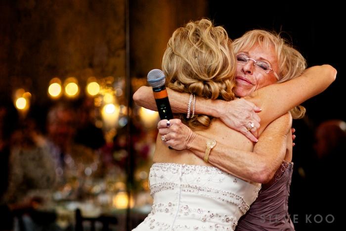 bride-mom-hugging