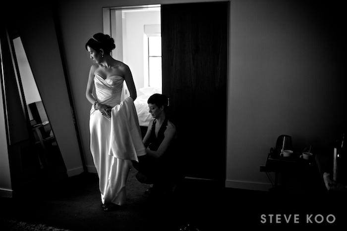 bride-in-mirror