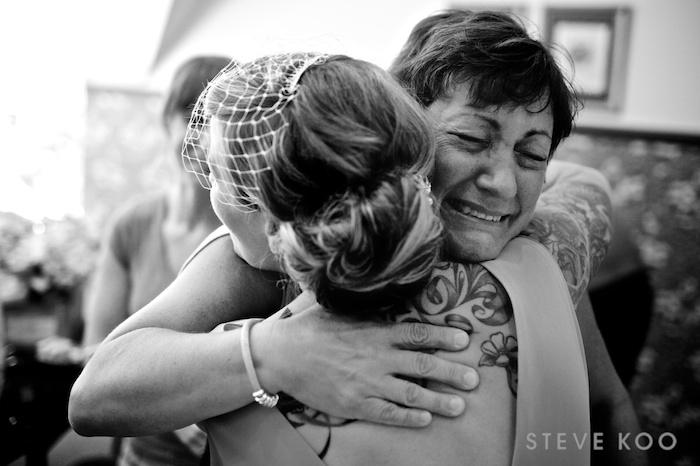 aunt-hugging-bride
