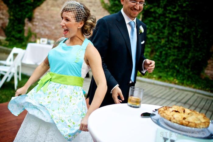 wedding-day-pie-cutting
