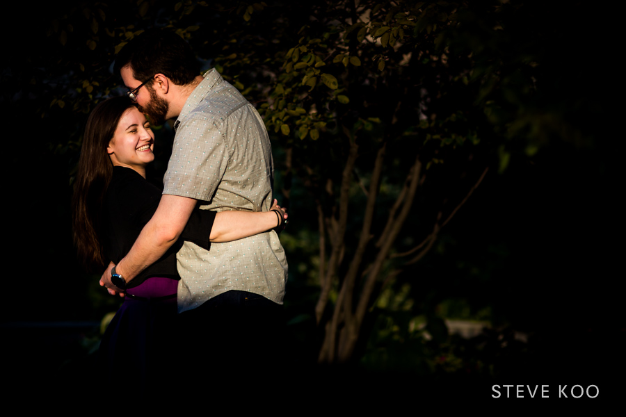 lake-shore-engagement-photos