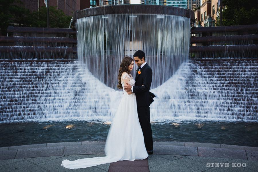 fountain-wedding-photo
